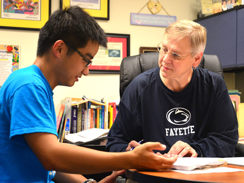 Advisor working with an international student.